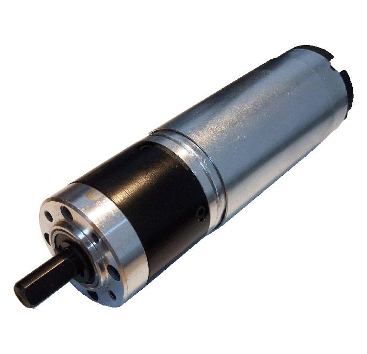Reductor planetario diente recto. Eje de salida de acero. Rodamiento a la salida: rodamiento a bolas. Máxima carga radial a 10 mm de la brida: 100 N. Máxima carga axial admisible: 60 N. Material engranajes: pom y acero. Carcasa: acero. Número de etapas: 2 Tapas finales de aluminio. Diámetro: 36 mm. Reducción: 14:1  PLAZO DE ENTREGA MÁXIMO: 2/3 semanas.Se confirmará a la recepción del pedido.
