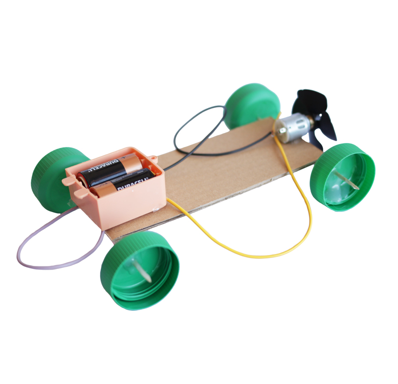Kit para crear un coche aeropropulsado compuesto de:  -Motor corriente DC -Hélice con llave Allen -Portapilas simple R14  Aprende paso a paso a realizar este ventilador con este video tutorial.