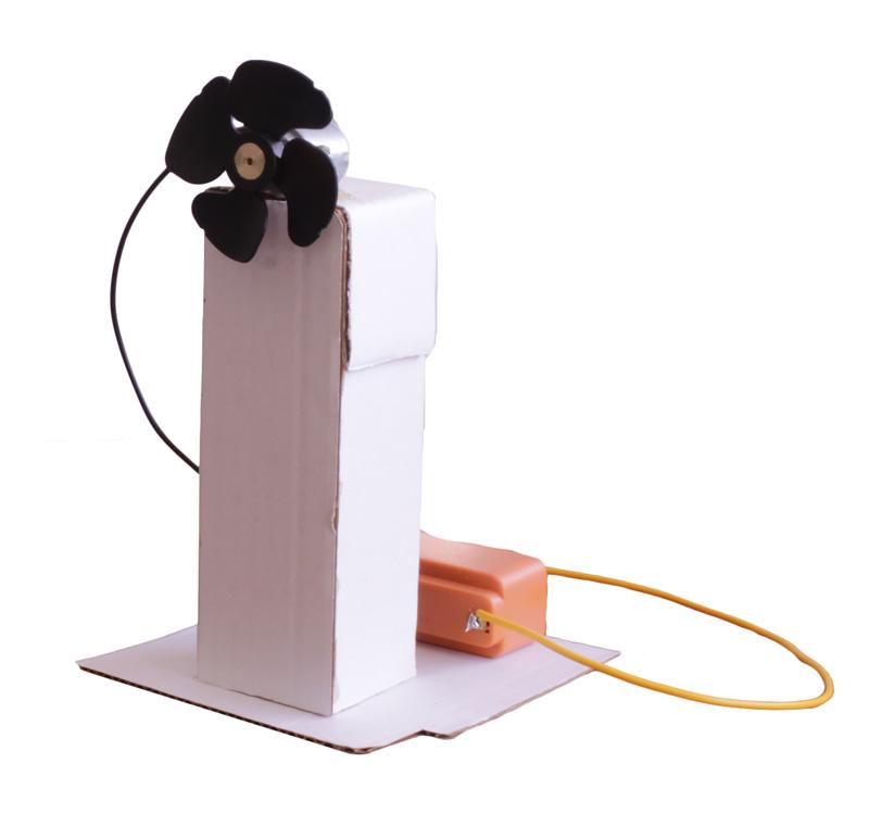 Kit para crear un pequeño ventilador de sobremesa compuesto de:  -Motor corriente DC -Hélice con llave Allen -Portapilas simple R14  Aprende paso a paso a realizar este ventilador con este video tutorial.